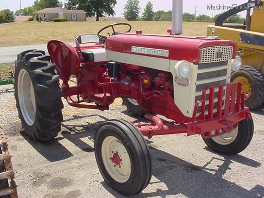 International 240 Tractor : International harvester